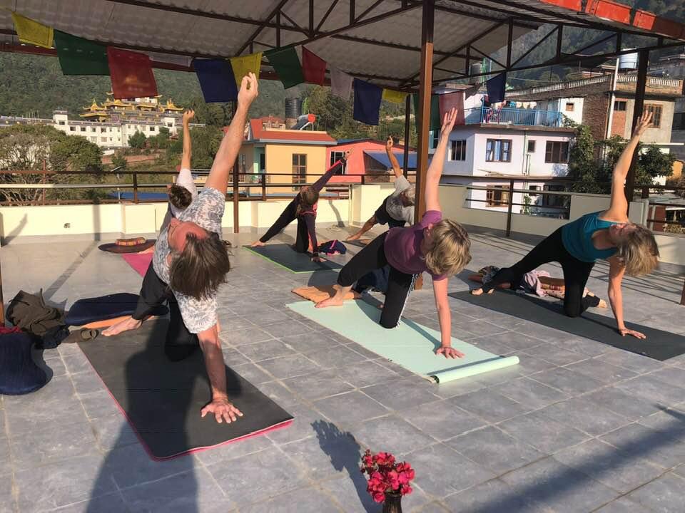 Yoga i solopgangen